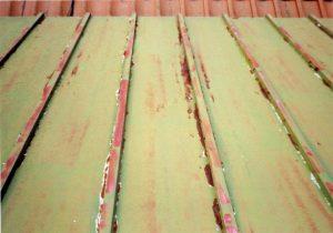 大屋根瓦棒塗装、下屋根瓦棒塗装、玄関庇塗装を行いました